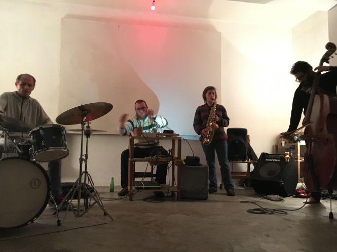 Márcio Gibson, Thiago Salas Gomes, Mariana Oliveira, and Alex Dias perform at the venue Ibrasotope.